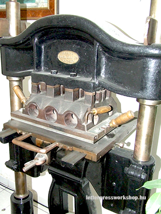 Hand operated embossing press